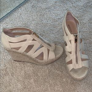 womens nude/tan wedges size 9.5